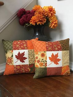Awe-Inspiring Make A Pillow Or Cushion Ideas Sewing Pillows Get ready for Fall with this fun quilted pillow set! Made with high quality cotton fabric from Modas Beauty Fall collection, these pillows would be a great addition to your Autumn decor. Applique Pillows, Patchwork Pillow, Sewing Pillows, Quilted Pillow, Fall Pillows, Diy Pillows, Decorative Pillows, Throw Pillows, Cushions