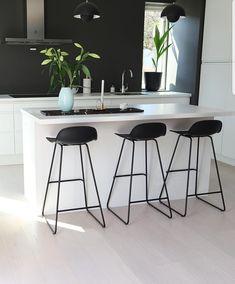 Open Plan Kitchen Living Room, Kitchen Room Design, Home Room Design, Home Decor Kitchen, Kitchen Interior, Home Interior Design, Home Kitchens, Red Home Decor, Home Office Decor