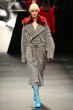 See all the Collection photos from Aula Autumn/Winter 2017 Ready-To-Wear now on British Vogue Tokyo Fashion, Fashion 2017, Fashion Outfits, Seoul Fashion, Iranian Women Fashion, Mode Style, Autumn Winter Fashion, Fall Winter, Coats For Women