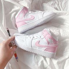 Cute Nike Shoes, Cute Sneakers, Nike Air Shoes, Shoes Sneakers, Pink Nike Shoes, Jordan Shoes Girls, Girls Shoes, Shoes Women, Sneakers Fashion