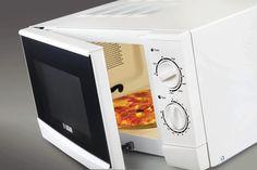 Mikrodalga fırında dondurulmuş gıda çözdürmek riskli midir? Nelere dikkat edilmelidir?  Riskli değildir. Ancak ürünün bazı bölümlerinin pişme ve ısınma riskine karşı çözdürüldükten sonra hemen kullanılmalıdır.