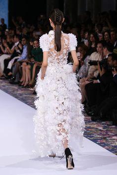 Ralph & Russo : Runway - Paris Fashion Week - Haute Couture Fall/Winter 2016-2017 - Pictures - Zimbio