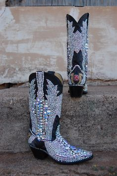 Bling cowgirl boots. Imagine wearing them at a show with your bling belt and cute rodeo hat. Lol ♥