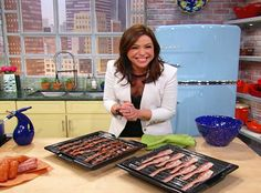 """seriously the best/easiest way to cook bacon! (Marsha) """"always bake your bacon""""- Rachael Ray Baked Bacon Recipe, Oven Baked Bacon, Bacon In The Oven, Bacon Recipes, Bacon Bacon, Cooking Bacon, Cooking Tips, Cooking Recipes, Cooking Lamb"""
