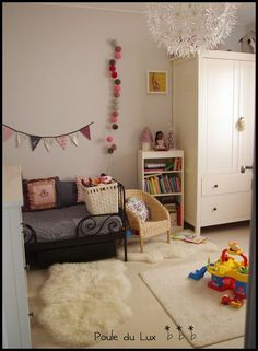 Puole du Lux blog. Girls bedroom. Bunting.