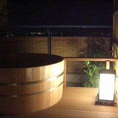 Old-fashioned Japanese bath