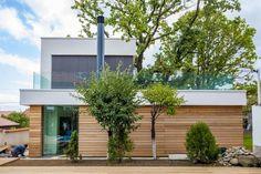 home-incorporates-thermal-balance-oaks-design-3-side.jpg