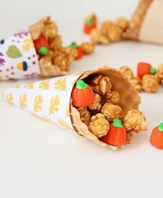 FREE Printable Thanksgiving Cornucopia treat wrappers to decorate your table this holiday! Get more free printables and fun holiday ideas with Kim at The Celebration Shoppe! Cornucopia Craft, Thanksgiving Cornucopia, Thanksgiving Traditions, Thanksgiving Treats, Family Thanksgiving, Free Thanksgiving Printables, Thanksgiving Activities, Free Printables, Paper Crafts