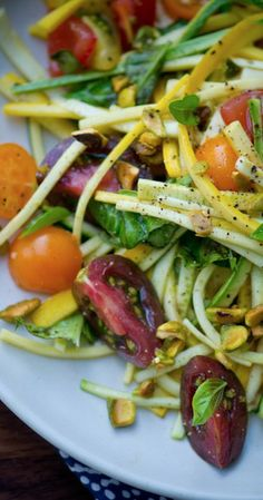 http://www.phomz.com/category/Julienne-Peeler/ http://www.2uidea.com/category/Julienne-Peeler/ zucchini and tomato pasta....