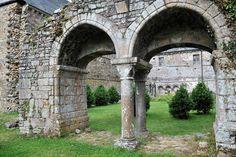 Arcades de l'entrée du chapitre de l'abbaye de la Lucerne - Manche