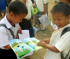 volunteer opportunity for tourists to help students in Laos practice English