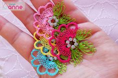 This Pin was discovered by Hül Needle Tatting, Needle Lace, Thread Work, Embroidery Patterns, Needlework, Crochet Earrings, Knitting, Sewing, Crafts