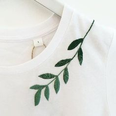 62 Ideas for embroidery leaf needlework Embroidery Leaf, Couture Embroidery, Hand Embroidery Stitches, Embroidery Fashion, Embroidery Patterns, T Shirt Embroidery, Machine Embroidery, Knitting Stitches, Beginner Embroidery