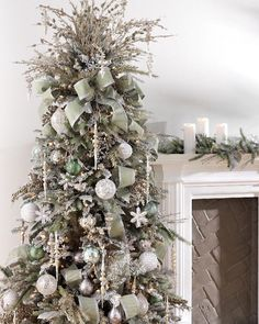 Silver and gold Christmas trees are surely unique for such a decorated tree idea. They look gorgeous wherever they are in place. Plus, they fit rooms . White Christmas Tree Decorations, Silver Christmas Decorations, Christmas Tree Design, Wooden Christmas Trees, Beautiful Christmas Trees, Christmas Tree Toppers, Merry Christmas, Gold Ornaments, Silver Christmas Tree