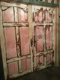 Junk Gypsy's gorgeous pink doors!