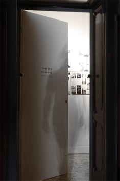 #architecture #interiordesign #design #interior #minimal #italianstyle #italiandesign #federicodelrossoarchitects #italianarchitects #interiorarchitecture #studioarchitettura #concrete #white #grey #metal #studiodesign #workspace #milan #italy Interior Architecture, Interior Design, Milan Italy, Italian Style, Minimalism, Concrete, Mirror, Studio, Grey