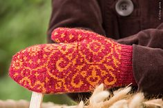 The size of these mittens is determined by the gauge, and is altered by changing needle size. Knit Mittens, Mitten Gloves, Needles Sizes, Knitting, Pattern, Projects, Tricot, Breien, Patterns