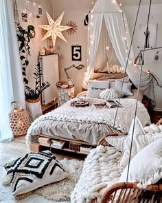 Attractive Bohemian Bedroom Decor Designs: Its time to add your home bedroom and interior designing with the perfect finishing of the decoration and renovation effects! Bedroom Inspiration Cozy, Cute Bedroom Ideas, Room Ideas Bedroom, Bedroom Wall, Dream Bedroom, Baby Bedroom, Comfy Room Ideas, Master Bedroom, Bedroom Rugs