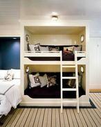 Iets te nostalgisch, zou onderin een lekker bankstel (slaapbank) neerzetten, maar wel weer een handig ontwerp voor een tienerkamer met ruimtegebrek