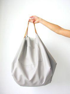 DIY : le maxi sac en faux-cuir Jolie forme pour un maxi-sac!