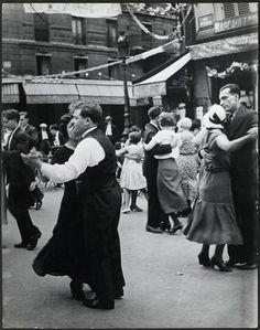 Bal du 14 juillet à Paris, 1934. Brassaï