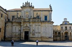 Piazza Duomo in Lecce – Known for its beautiful Baroque architecture, Lecce is a great city to visit on your trip to Puglia.