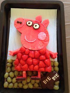 Peppa Pig Birthday Fruit Cake Cakes In 2019 Peppa Pig