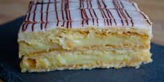 The mille-feuille is a traditional French pastry that can be found in any bakery in France. What is the mille-feuille and how is it decorated? Chocolate Line, Chocolate Fondant, Custard Slice, Foundant, French Pastries, Cheesecakes, Vanilla Cake, Bakery, Deserts