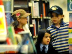 Michael Jackson's sons Prince (aged and Blanket (aged and daughter Paris (aged in May 2008 at a bookstore in Las Vegas. Michael Jackson Quotes, Photos Of Michael Jackson, Michael Jackson Rare, You Are The Sun, You Are My Life, Pictures Of Prince, Rare Pictures, Michael Jackson's Son, Paris Jackson