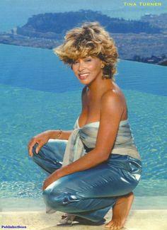 Tina Turner she looks amazing. Tina Turner, Black Is Beautiful, Beautiful Women, Ageless Beauty, Wonder Woman, Music Icon, Famous Women, Famous People, Female Singers