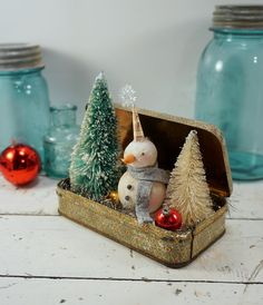 Christmas Decoration // Snowman // Folk Art // by CatandFiddlefolk - Christmas Crafts Noel Christmas, Rustic Christmas, Winter Christmas, All Things Christmas, Christmas Ornaments, Primitive Christmas Crafts, Vintage Christmas Crafts, Christmas Mantles, Miniature Christmas
