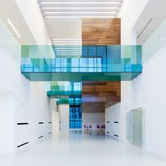 Use of colored glass with wood. Sauflon Centre of Innovation / Foldes Architects