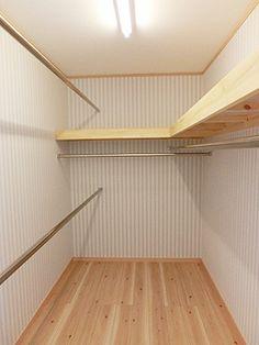 walk in closet Narrow Closet Design, Bedroom Closet Design, Master Bedroom Closet, Home Room Design, Closet Designs, Home Office Design, House Design, Alcove Wardrobe, Wardrobe Closet