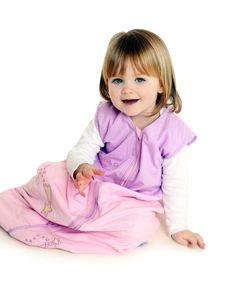 """""""PINK FAIRY"""" - ein hübscher Sommerschlafsack aus pinkem Baumwollstoff schön bestickt mit kleiner Fee und Sternschnuppe und dem Wort 'Make a Wish' auf der Brust. Das Innenfutter ist auch aus 100% Baumwolle. Den Pink Fairy gibt es auf www.schlummersack.de in 5 Größen."""