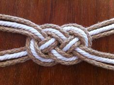 inspiration and realisation: DIY Fashion + Home: sailor's belt: a leftover story Sailor Knot Bracelet, Bracelet Knots, Knot Necklace, Paracord Bracelets, Nautical Knots, Nautical Art, Nautical Dress, Baby Bling, Rope Knots