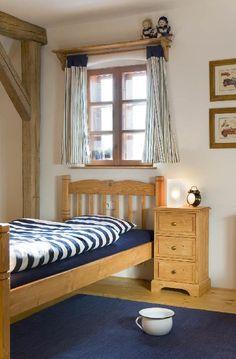 Dřevěný nábytek pro prázdninový dům Majdalenka Simply Home, Chalet Style, Interior Decorating, Interior Design, Wood Doors, Home Bedroom, Bed Spreads, Sweet Home, Cottage
