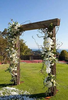 Check out this gorgeous wood arch, perfect for the aisle!