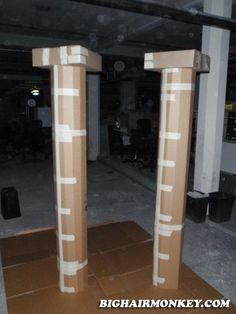 Cardboard City, Cardboard Castle, Diy Cardboard, How To Make Diy, How To Make Paper, Wedding Columns, Roman Columns, Egyptian Party, Toga Party