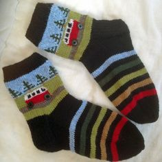 This knitting pattern for a pair of campervan socks is a great way to use up oddments from your stash whilst making something useful! Think of the fun making up those colour themes! In total the socks Knitting Socks, Knitting Needles, Free Knitting, Knitting Patterns, Crochet Patterns, Chunky Yarn, Mittens, Lana, Knit Crochet