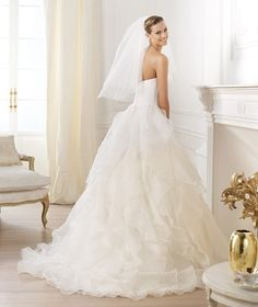 Wedding Dress Wednesday: Pronovias - WeddingThingz