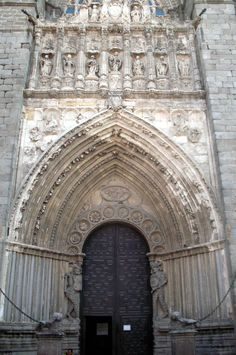 Avila Travel Bugs, Us Travel, Places To Travel, Old Doors, World Heritage Sites, Barcelona Cathedral, Places Ive Been, Entrance, Madrid