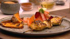Kyllingespyd med søde kartofler og salat af rødder
