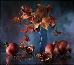 #still #life #photography • photo: гранатово-синий натюрморт   photographer: sergeeva warwara   WWW.PHOTODOM.COM