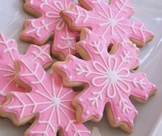 Sparkly Pink Snowflake Cookies - Simple cookie design for a very girly Christmas!