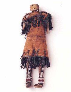 Кукла, Сиу. Период 1850-1875. Коллекция Fenn. 15 дюймов. Splendid Heritage.
