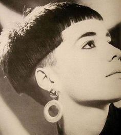 1986-crop-wedge-hair-style.jpg 402×448 pixels