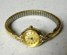 I'm the queen of stacked bangles, but I've never really been a watch wearer (did I just make up that phrase? Ghost Whisperer Style, Vintage Watches Women, Couple Bracelets, Playing Dress Up, Pocket Watch, Jewelry Watches, Khadi Saree, Vintage Items, Gold Necklace