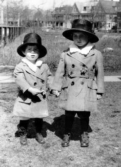 John F. & Joseph Kennedy in 1921. So cute!
