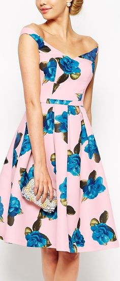 blue roses on pink... Yes!!
