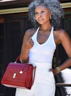 3 Ways To Channel Summer's Best Trends With Bold, Textural Bags Cabello Afro Natural, Grey Hair Inspiration, Mature Fashion, Ageless Beauty, Going Gray, My Black Is Beautiful, Sexy Older Women, Aging Gracefully, Silver Hair